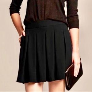 Banana Republic  black box pleat skirt sz 4 NWT